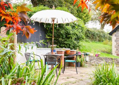 The outdoor patio at Muddykins Cottage, Muddiford