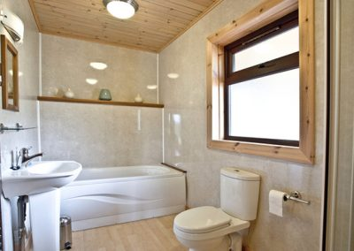 Bathroom @ Oak Lodge, Forest Lakes, Bideford