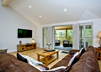 The living area at Oak Lodge, South View Lodges, Shillingford St George