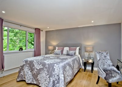 Bedroom #1 at Oak Lodge, South View Lodges, Shillingford St George