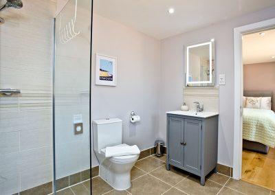Bedroom #2 en-suite at Oak Lodge, South View Lodges, Shillingford St George