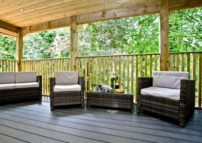 The decked patio at Oak Lodge, South View Lodges, Shillingford St George