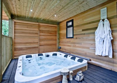 The hot tub at Oak Lodge, South View Lodges, Shillingford St George