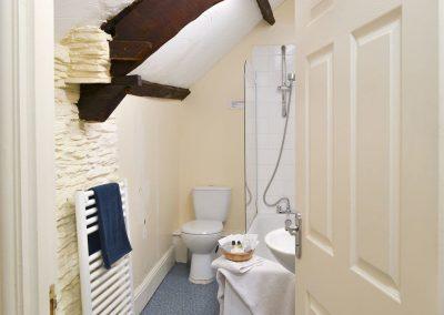 The bathroom at Paddock Cottage, Trimstone Manor Cottages, Trimstone