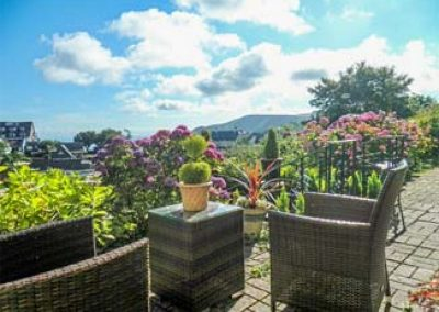 The outdoor patio at Pebbles, Lynton