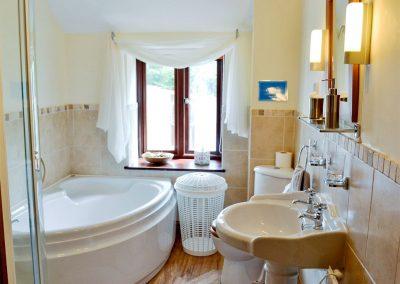 The bathroom at Penty Rosen, Rescorla Farm Cottages, Rescorla