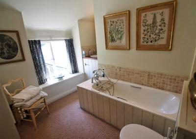 The bathroom at Poocks Cottage, Oare