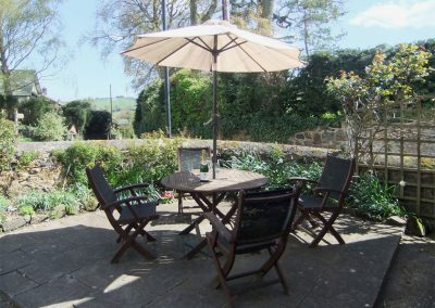 The outdoor patio at Primrose Cottage, Drewsteignton
