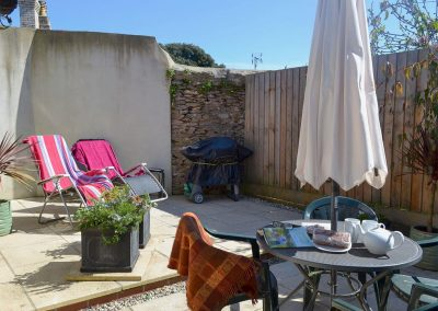 The patio & barbecue area at Robin Cottage, Brixham