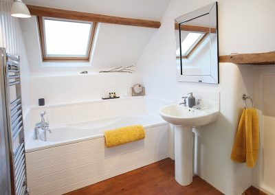 The bathroom at Seekings Cottage, Knowstone