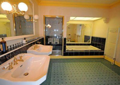 The ensuite to bedroom #1 @ Singleton Manor, Torquay