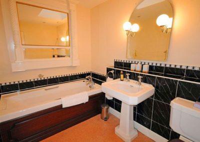 The en-suite to bedroom #4 & #5 @ Singleton Manor, Torquay