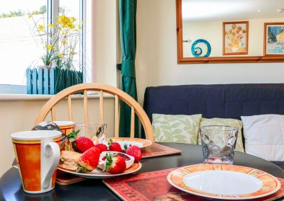 The dining & living area at Sky Pocket, Bude