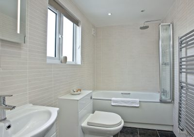 The bathroom at Sunnymead Penthouse, Exmouth