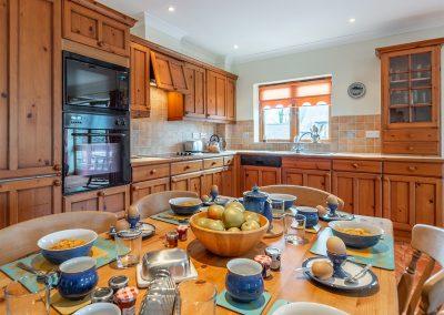 The kitchen & dining area at Tamarisk, Roserrow, Polzeath
