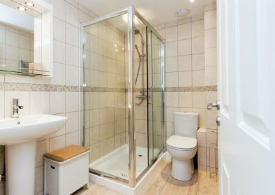 The shower room at Tappers Quay 2, Salcombe