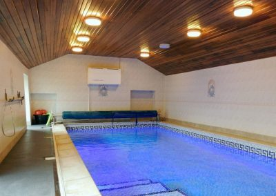 The shared indoor swimming pool at Nethway Farm, Boohay