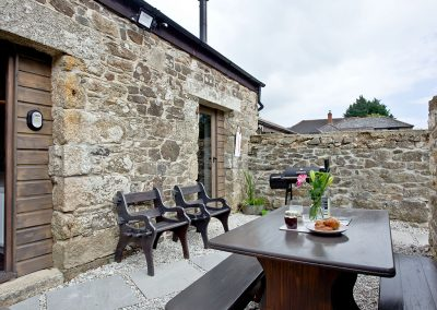 The outdoor patio at The Barn in Lanhydrock, Trebyan