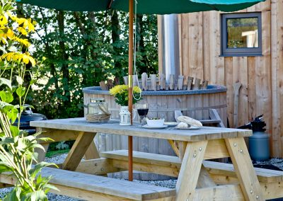 The hot tub & picnic table at The Boat House Roundhouse, East Thorne, Kilkhampton