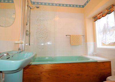 The bathroom @ The Coach House