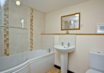 The bathroom at The Cwtch Cottage, East Thorne, Kilkhampton