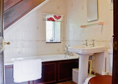 The bathroom at The Granary, Egloskerry