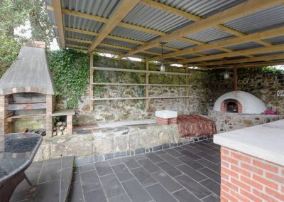 The entertaining area with barbecue & pizza oven at The Old Vicarage, Lelant
