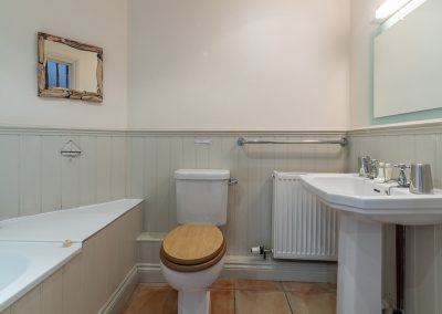 The first floor bathroom at The Roundhouse, Roserrow, Polzeath