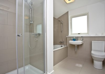 Main bathroom @ Una Cuprum 53, St Ives