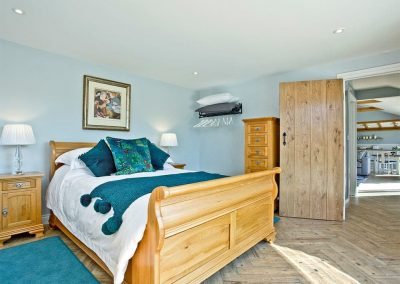The bedroom at Woodland View Lodge, Shute