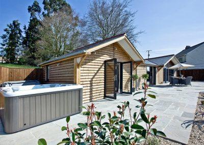 The hot tub & patio at Woodland View Lodge, Shute