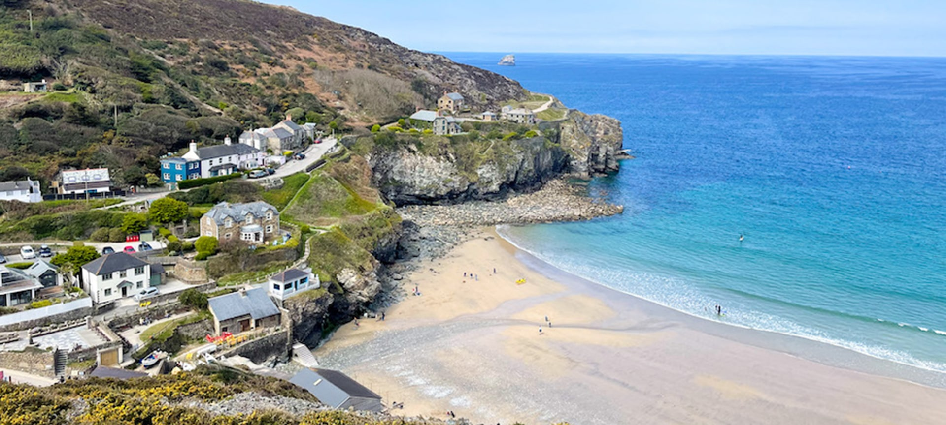Trevaunance Cove is the main beach in St Agnes. The beach is dominated by the high cliffs to the north and there are plenty of reminders of the areas mining heritage to be seen. With its sand and shingle mix, it is especially popular with families year round with so much to explore including the old harbour and numerous caves. At low tide large areas of rocks and rock pools are revealed and it gives you the opportunity to walk to the adjacent beach of Trevallas Porth.